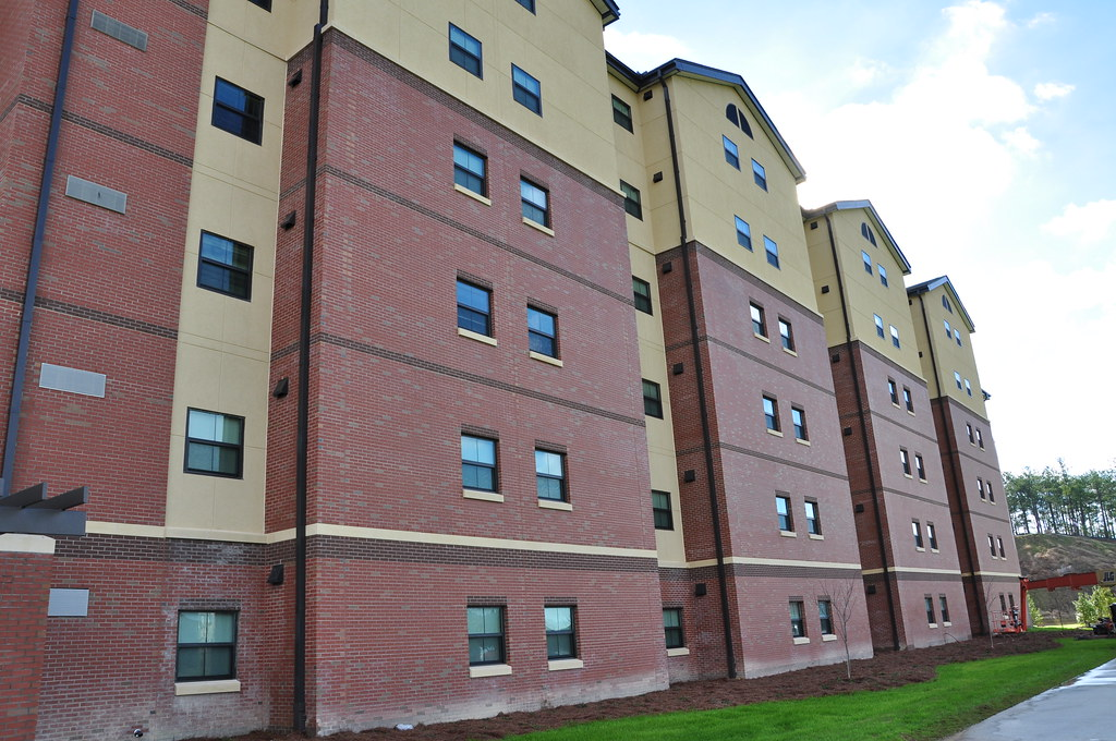 STUDENT/MILITARY HOUSING